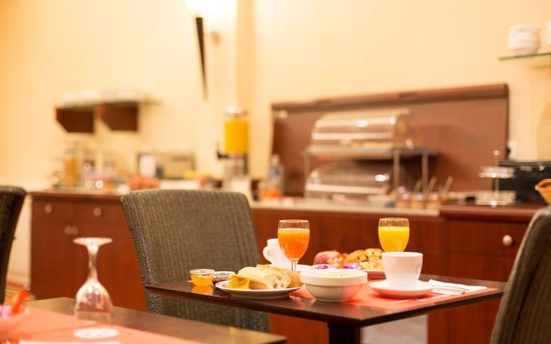 Salle du petit-déjeuner de l'Hôtel du Louvre